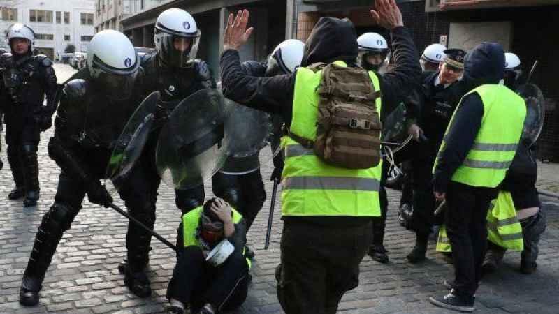 Fransa gerçekten de özgür mü? Polisi görüntülemek bile yasak!