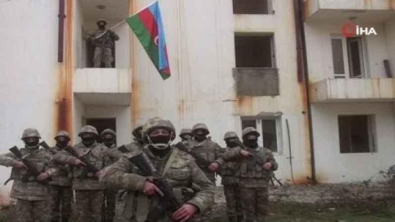 Kelbecer'e Azerbaycan bayrağı dikildi