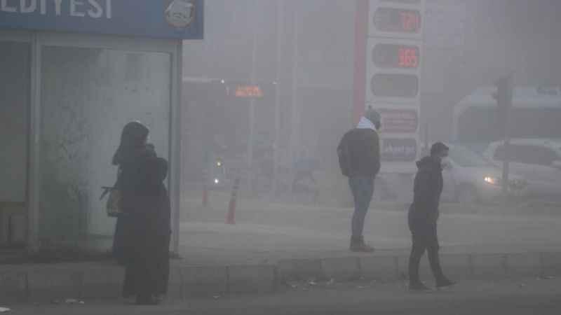 Ağrı hava durumu! Yoğun sis nedeniyle göz gözü görmüyor