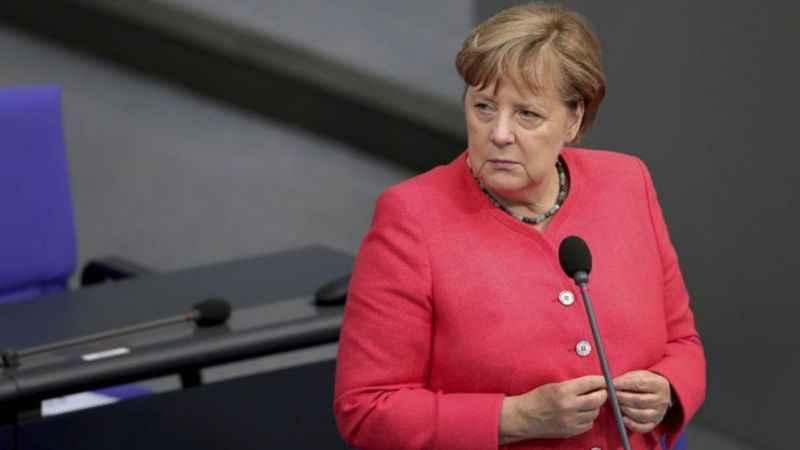 Merkel Türkiye'ye sitem etti! Diktatör ülkelerden farklı olmalıyız!
