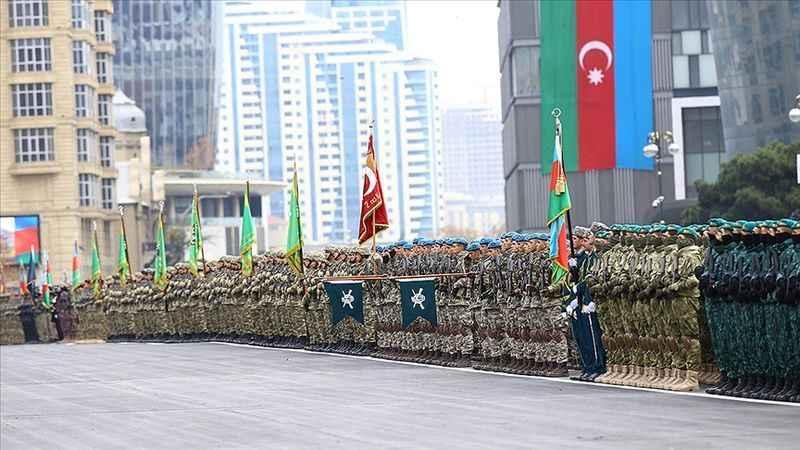 Azerbaycan Dağlık Karabağ Zafer'ini kutluyor