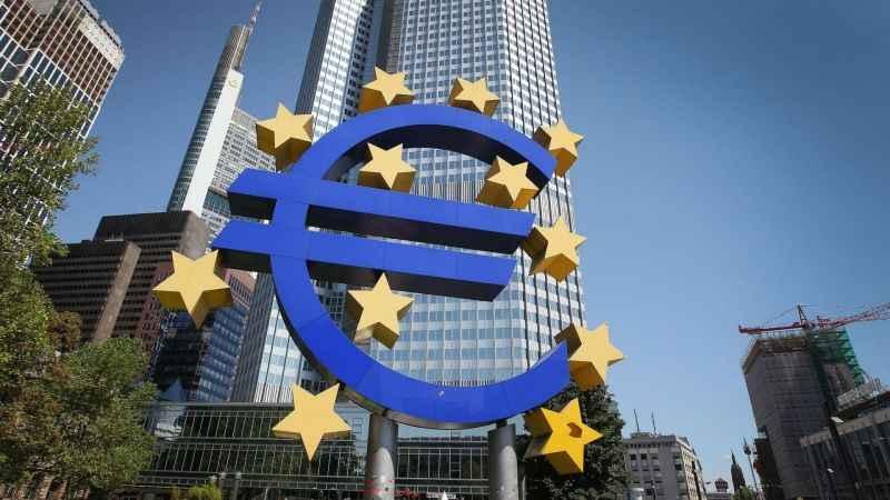 ECB: Daha fazla parasal genişlemeye ihtiyaç var