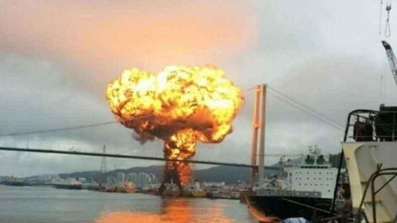 Cidde limanında petrol tankerinde 'dış kaynaklı' patlama