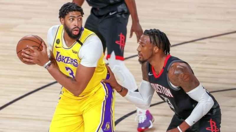 Maç sırasında NBA yıldızından mide bulandırıcı hareket!