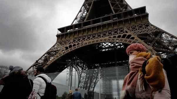Fransa'da aşı zorunluluğuna muhalefetten büyük tepki!