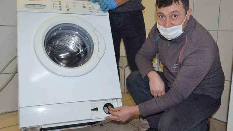 İki yıl önce kaybettikleri çamaşır makinesinin borusunda buldular