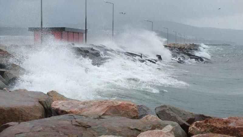 Meteoroloji uyardı! İzmir ve Antalya'da fırtına!