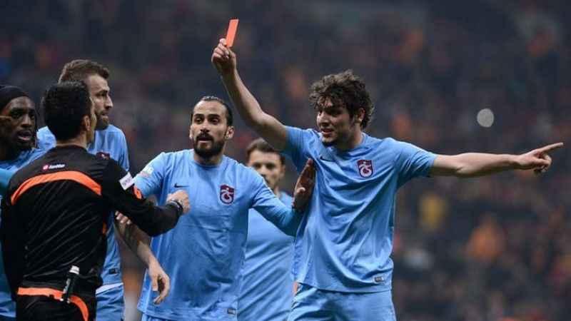 Trabzonspor taraftarı, o ismi ekranda görünce TV100'ü topa tuttu!