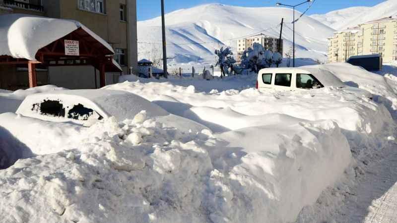 Doğu Anadolu ve Doğu Karadeniz kar altında kaldı. İşte manzaralar...