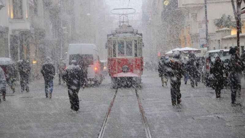 İstanbul'a kar geri geliyor! Meteoroloji uzmanları tarih verdi