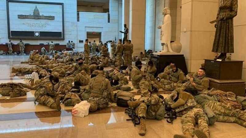 ABD'de Ulusal Muhafız Krizi! Yerde yatan askerler Kovid-19'a yakalandı