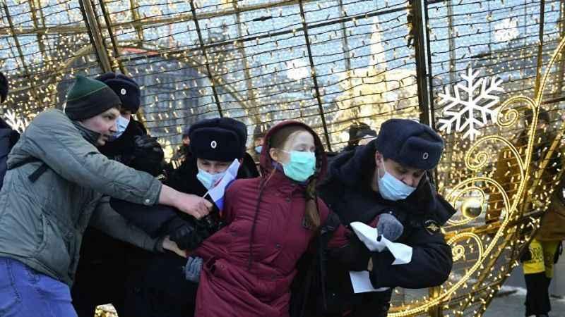Rusya'da Navalni gösterileri Moskova'ya sıçradı! 4 bin kişi sokaklarda