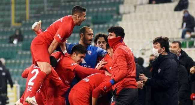 Bursaspor'un 6 maçlık serisine son verdiler