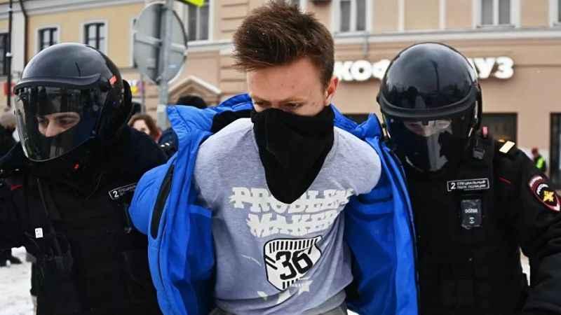 Rusya'da gözaltı dalgası! Navalny gösterilerinde 2 bin kişi göz altında