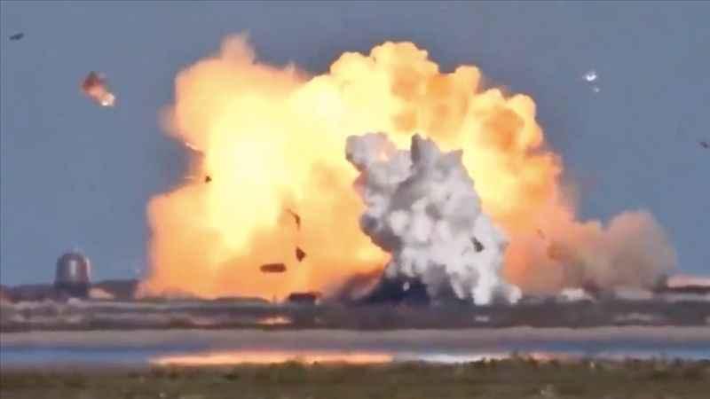 SpaceX'in test ettiği Starship mekiği ikinci kez patladı