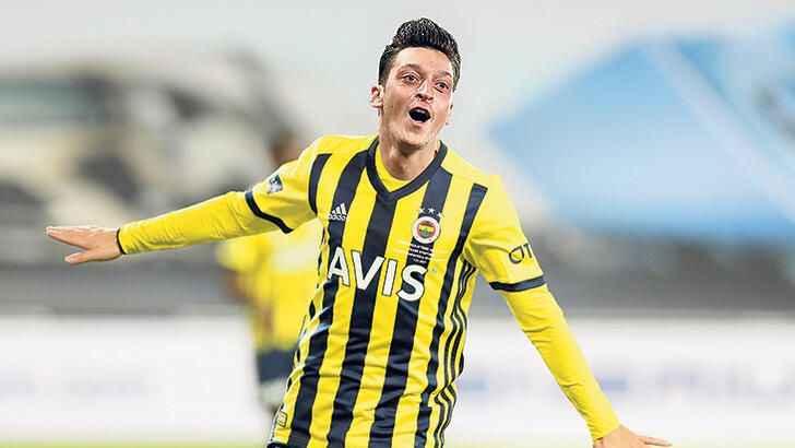 FenerbahçeliMesutÖzilTottenham ile dalga geçti