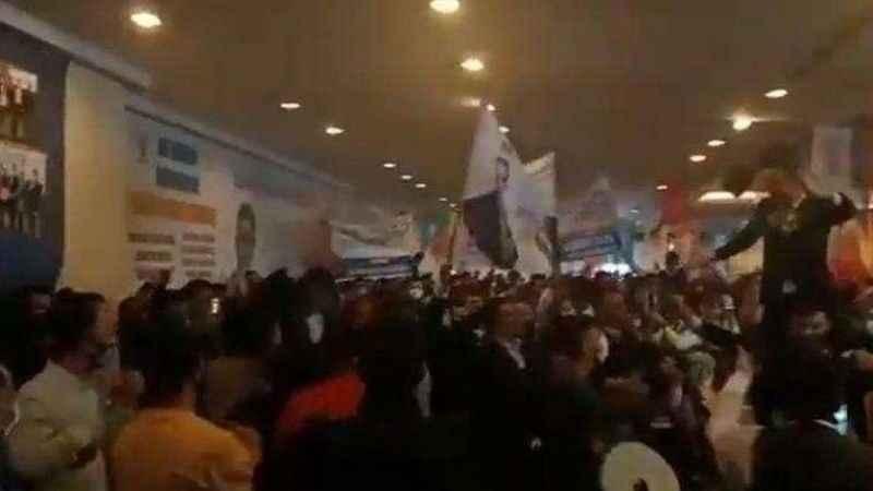 Ahmet Hakan'dan, AKP kongrelerine tepki: Esnafı çiledençıkarıyor