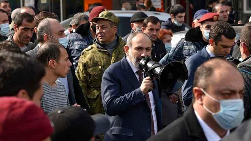 Paşinyan'dan Sarkisyan'a suçlama! Destekçilerini meydana çağırdı!