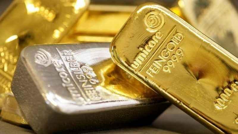 Altın fiyatları haftanın son iş gününe durağan bir giriş yaptı. Gümüş fiyatları da altındaki düşüşten nasibini aldı. Altın ve gümüşte yaşanan düşüşü T