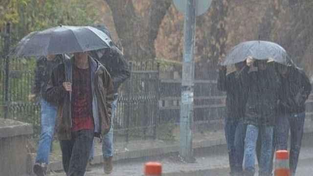 Meteoroloji'den yağışlı bölge uyarısı: Dikkat sıcaklılar düşüyor