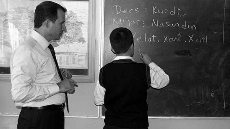 Akif Beki: AK Parti Kürtçe fobisiyle sınanıyor!