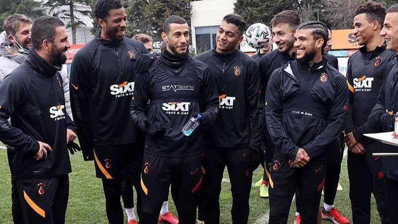 Galatasaraylı futbolculardan Belhanda'ya veda mesajı