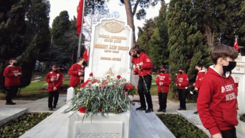 İstiklal Şairi Mehmet Akif Ersoy kabri başında anıldı