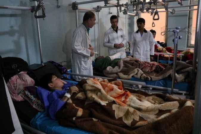 Afganistan'da polis karakoluna bombalı saldırı! Ölü ve yaralılar var!