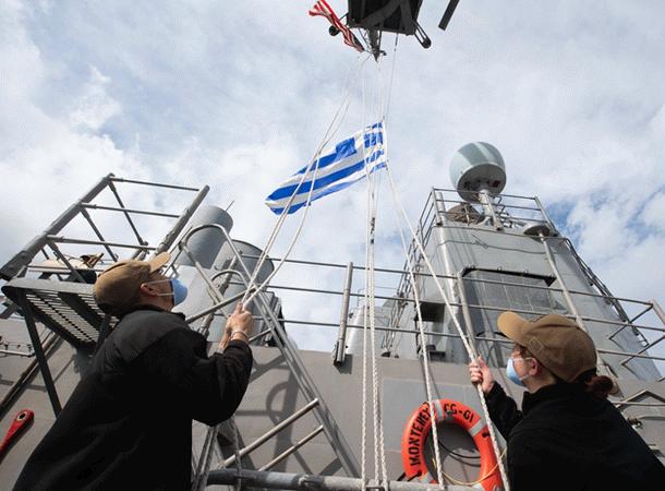 Ege'de Türkiye'ye gözdağı! ABD ve Yunan bayrakları çekildi!