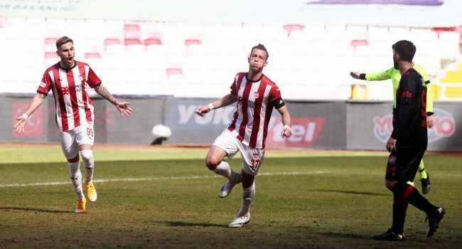 Sivasspor Karagümrük'ü eli boş gönderdi; seriye devam etti