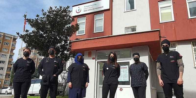Sağlık çalışanları artık siyah forma giyecek