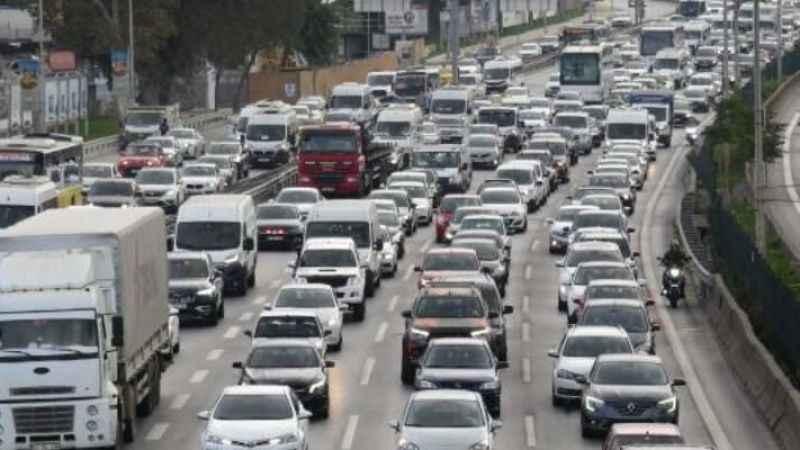İstanbul trafiğinde zaman zaman yoğunluk yaşanıyor