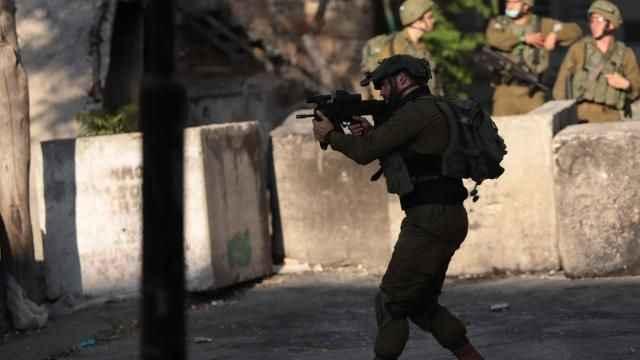 İşgalciler Kudüs topraklarında 12 Filistinliyi daha gözaltına aldı