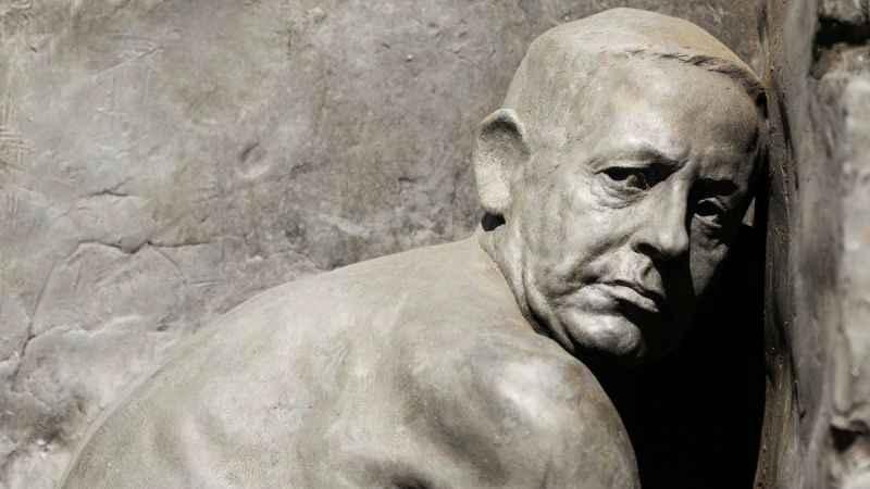 Siyonist İsrail'de dikkat çeken eylem! Gollum Netanyahu heykeli!