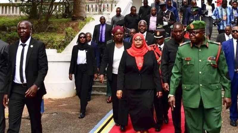 Tanzanya'da ilk kadın devlet başkanı koltuğa oturdu