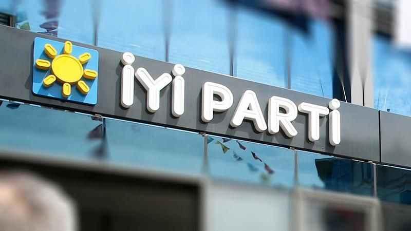 İYİ Parti'de istifa şoku! Onlarca kişi partiden ayrıldı