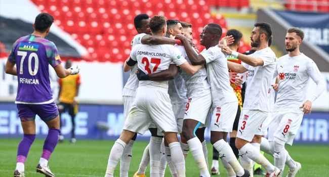 8 gollü maçta Göztepe karşısında kazanan Sivasspor oldu
