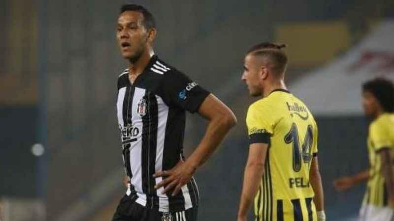 Beşiktaşlı Josef de Souza'dan Fenerbahçe'ye derbi göndermesi yaptı