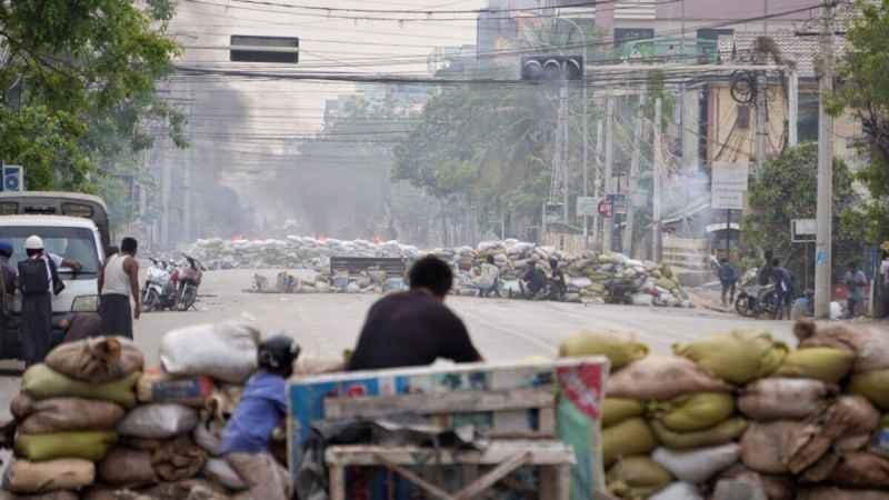 Myanmar iç savaşa sürükleniyor! Darbe karşıtları da silahlanıyor!