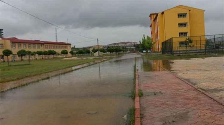Sivas İmranlı'da tüm okullar 2 gün tatil edildi