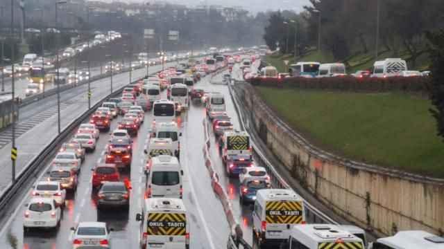 Son dakika haberi - İstanbul'da trafik yoğunluğu yaşanıyor