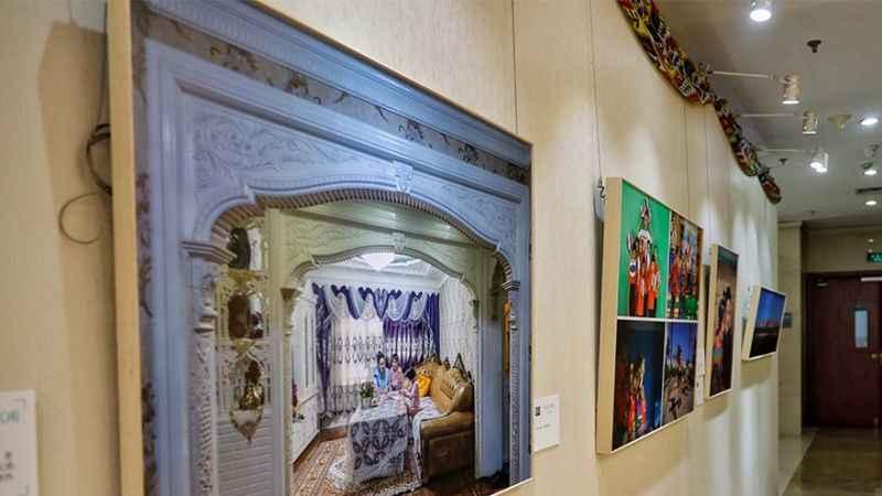 Doğu Türkistan zulmüne toz pembe hikaye! Çin'de Uygur fotoğraf sergisi