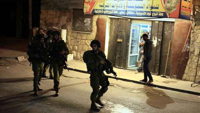 Siyonist İsrail Batı Şeria'da 3 Hamas yöneticisini gözaltına aldı