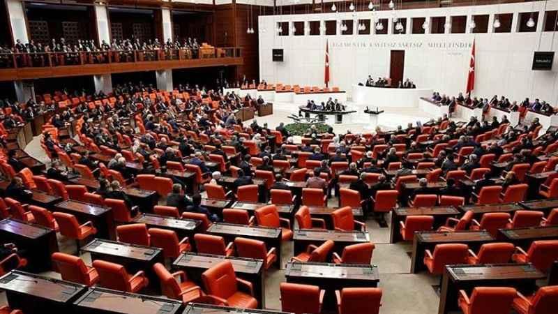 İsraf bitmiyor! Meclis'e 11 Bin Liralık masa için 99 Bin Lira ödeyecek