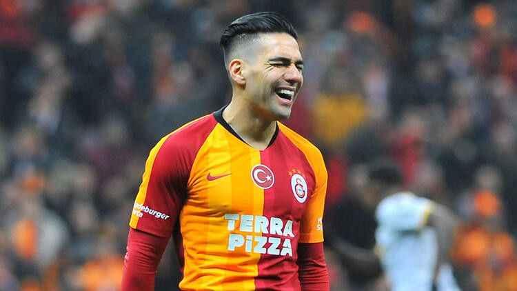 Radamel Falcao iddiası spor basınına düştü! Galatasaray'dan ayrılıyor
