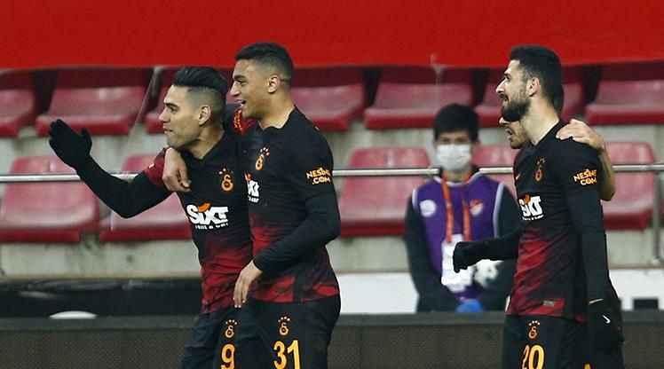 Galatasaray tek forvete dönüyor: Mohamed mi Falcao mu?