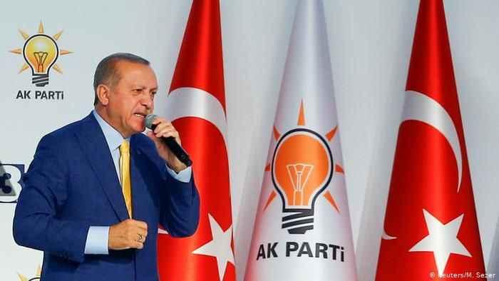 Orhan Uğuroğlu: İktidarda kalma hırsı ise AKP'yi hızla eritiyor