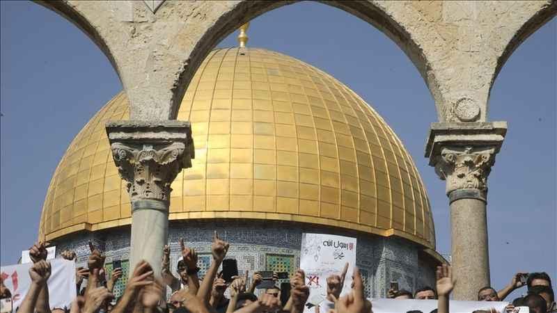 Siyonist İsrail Filistinlilerin Mescid-i Aksa'ya girişine izin vermedi