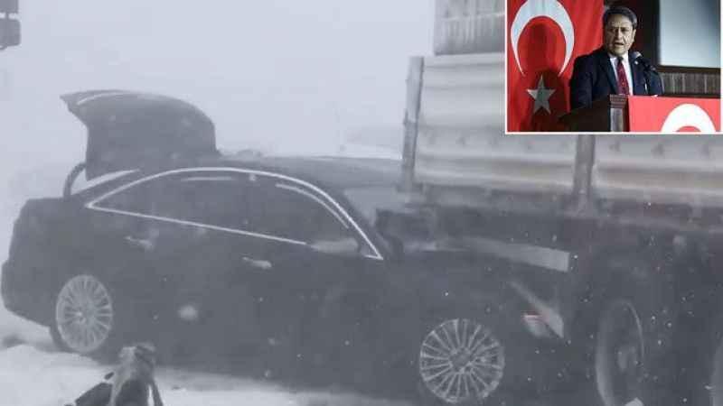 Milletvekili Ali Şahin kaza geçirdi sosyal medyadan yardım istedi