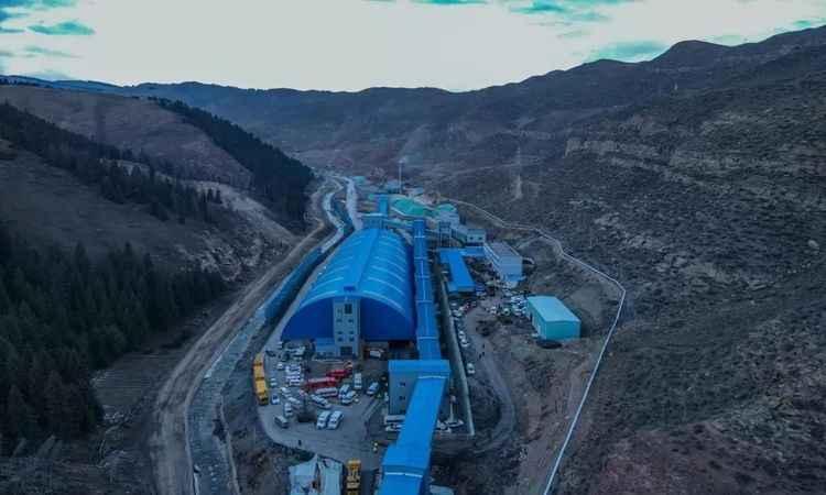 Doğu Türkistan'da maden kazası! 22 madenci mahsur kaldı!